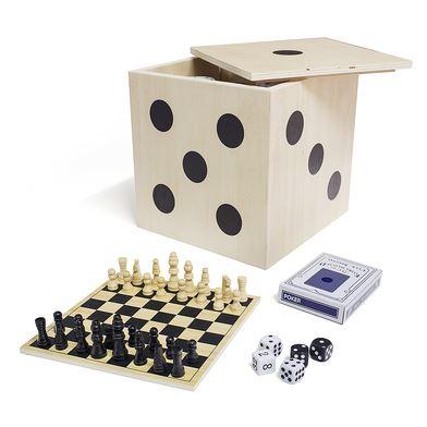 Varios juegos de mesa en cubo