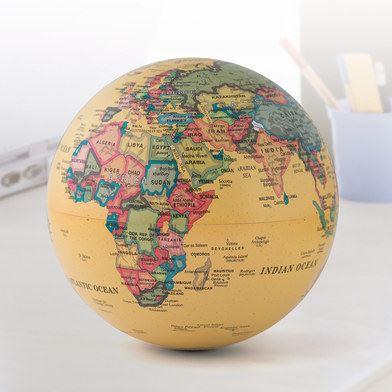 Globo del mundo giratorio con pilas